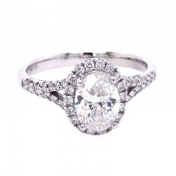 Oval engagement ring with split shank